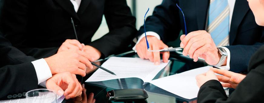 Advogado atua em causas de Direito Empresarial e Societário para pequeno empresário e toda a área empresarial